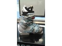 Salomon Divine Ladies ski boots as New never worn still boxed size 22 (small)