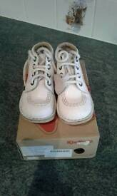 White Children's Size 25 Kicker Boots