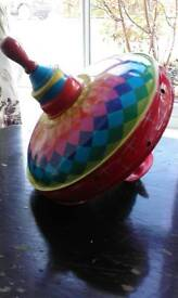 Colourful humming spinning top