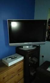 32 inch jvc and sky box