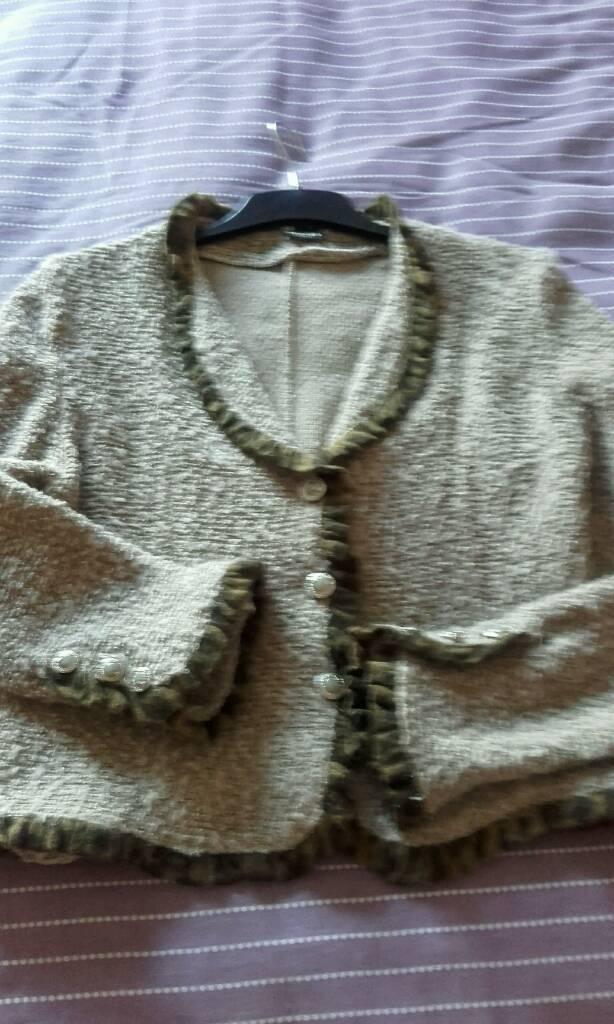 Isabora Paris cardigan jacketin Thornton Cleveleys, LancashireGumtree - Good quality brown cardigan style jacket brought in paris size 10