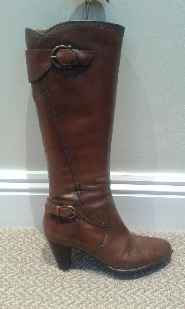 NEW Clarks brown leather ,knee length ladies boots.Size 5.