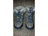 Girls snow boots toddler size 7