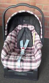 Mama;s & Papa's Childs Car Seat PRIMO VIAGGIO With Sure Fix Base