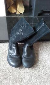 11f Clarks black boots