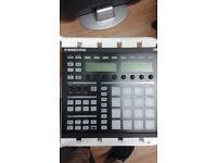 Native Instruments MAschine MK1 controller Drum Machine sampler immaculate