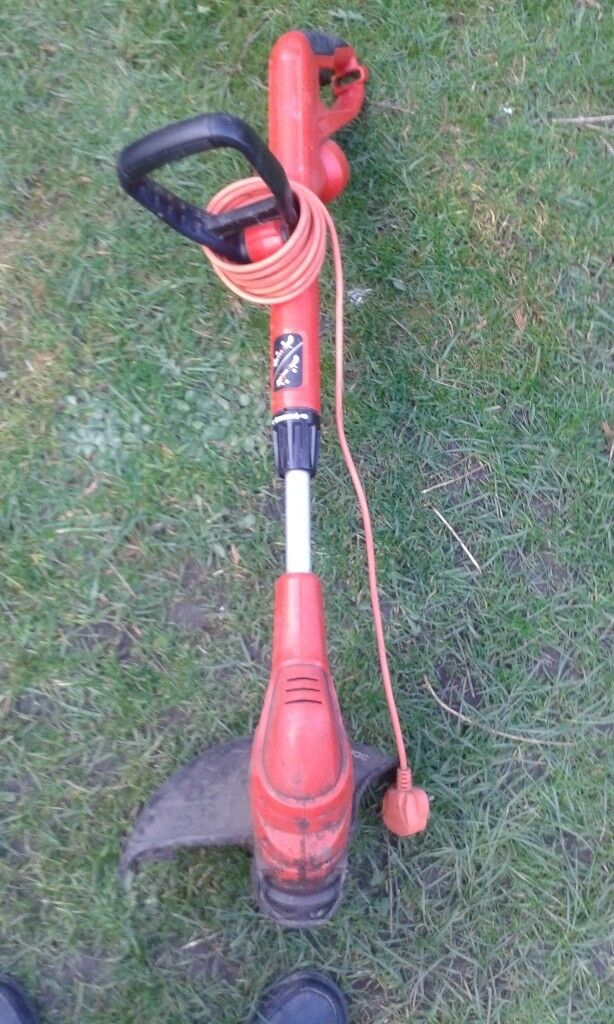 BLACK & DECKER GL5530 STRIMMER WITH NEW SPOOL OF WIRE FOR SALE. COULD DELIVER.