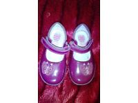 Like new girls light up clarke shoes size 51/2