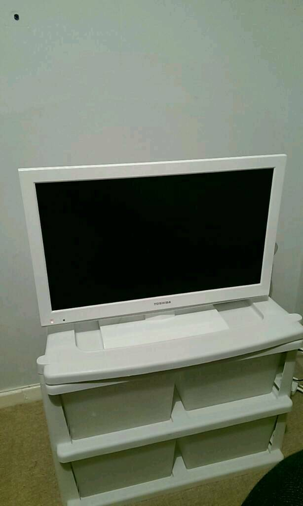 Toshiba 24 inch slim freebies tv with DVD player built in