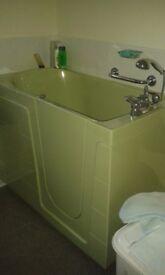 bath side door sit down green