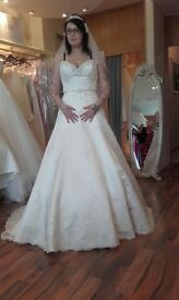 BRAND NEW WEDDING DRESS! DESIGNER!