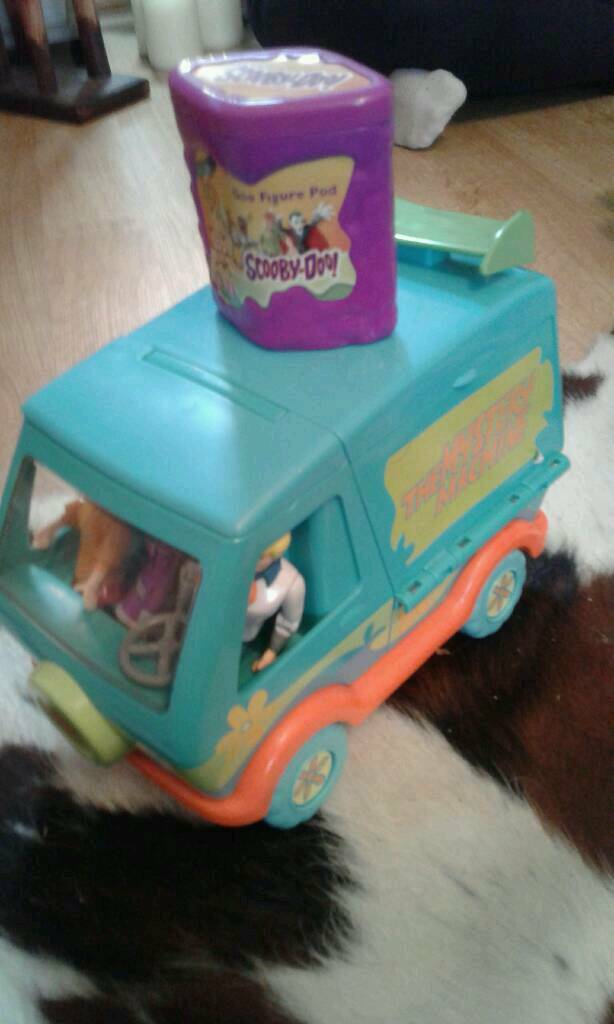 Scooby doo mystery machine and monster truck