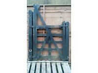 GARDEN / HOUSE SIDE GATE , 5 RAIL , HARDWOOD,WITH 2 HARDWOOD POSTS AND ALL HINGES/FITTINGS INCLUDED.