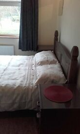 Nice double Room to let in Salisbury recently decorated close to city centre