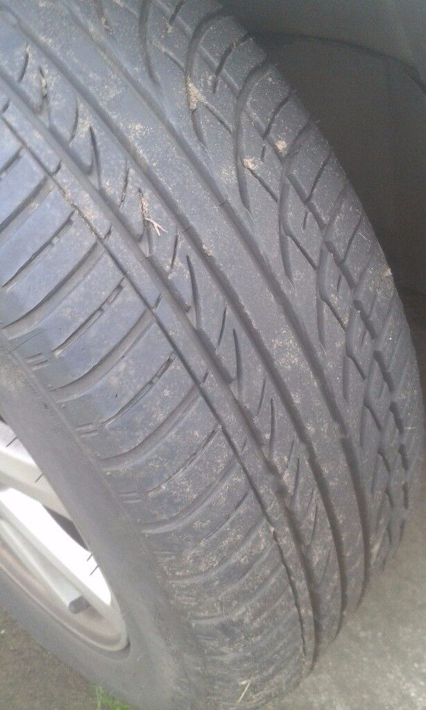 Mondeo 4x tyre (4 month old) and Alloys... 205/55 R16 V9... **AS NEW**...