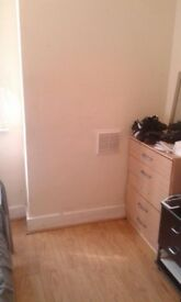 SMALL DOUBLE WITH GARDEN AND FREE PARKING BEETWIN PONDERS END AND SOUTHBURY.CONTRACT,BILLS,CLEAN FRE
