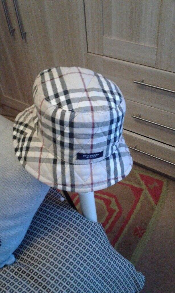 Burberry reversible hat  a46c6cddee6