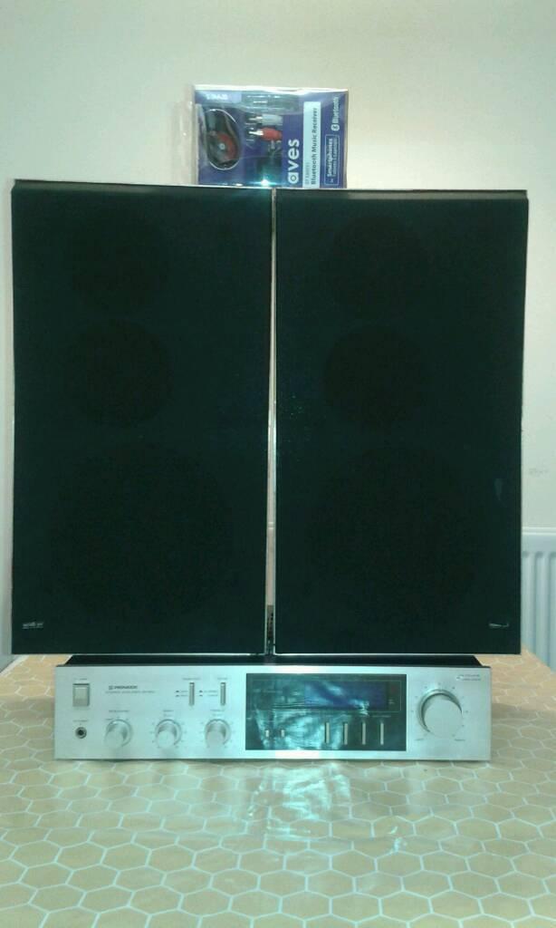 Pioneer amplifier with speakers