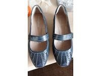 NEW LADIES MARKS AND SPENCER FOOTGLOVE NAVY LEATHER SHOES SIZE 4