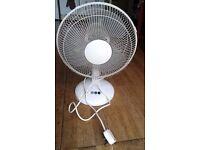 Good quality 30cm oscillating desk fan, hardly used