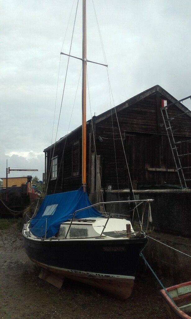 21 motor sailing boat