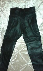 BLACK LEATHER MOTORCYCLE TROUSERS, AS NEW! 32 INCH WAIST.