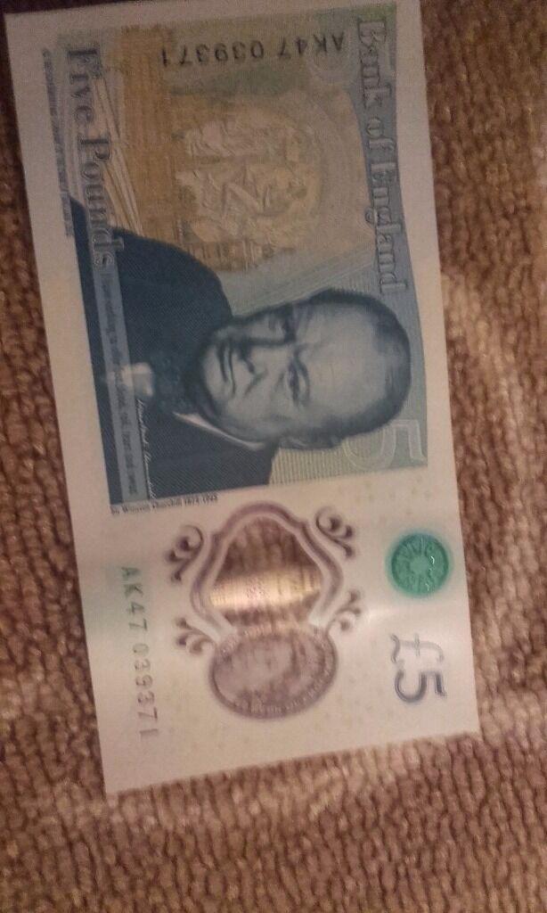 New five pound note AK47 039371