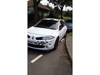 Megane R26 F1 White with mint condition gloss black alloys, and recaro bucket seat, ltd edition