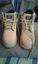 New ladies boots size 6