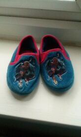 Slippers Spiderman (size 6-7)