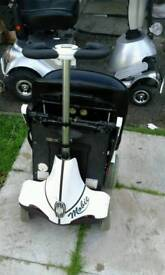 Fold up mobility scooter