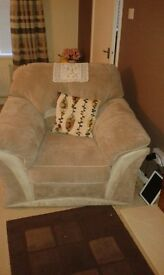 3 piece suite with foot stool and matching cusions 6 months old cost £1400 sell£700 ovno
