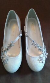 Pair of Monsoon childrens sparkly shoes in silver with diamante flower decorations. Size 2 UK. £6.00