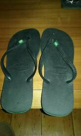 Havaianas size 10/11black flip flops