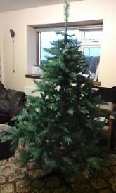 Christmas Tree 5.5ft Green very good condition £10