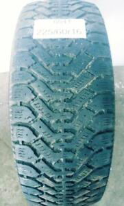 PNEU HIVER USAGÉ / USED WINTER TIRE 225/60R16 22560R16 GOODYEAR NORDIC (1 SEUL DE DISPONIBLE)