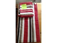 King size duvet cover. 2 matching pillow cases.Good condition.