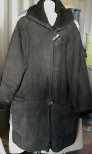 Holt Renfrew 100% SHEEPSKIN SHEARLING Vintage Jacket Ladies Womens Medium Oversized Black Loose and generous fitting