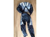 RICHA GREY BLACK WHITE TWO PIECE MOTORCYCLE LEATHER SUIT SIZE 44