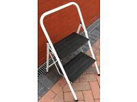 STEP LADDERS 2 STEPS VERY LARGE SAFTY STEP BOTH STEPS ARE RUBBER COVER FOR NONE SLIP