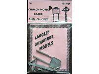 Langley Miniature Models OO Gauge - F41 Church Notice Board and Crucifix