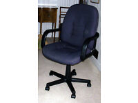 "Heavy duty black ""Office"" swivel chair with 5 legs and casters"