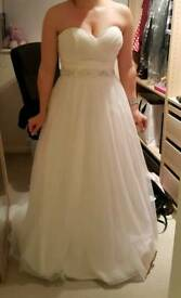 Beautiful Orea Sposa wedding gown. Size 10.