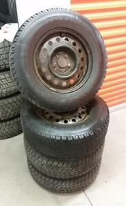 (H172) Pneus Hiver - Winter Tires 235-70-16 Toyo 8/32