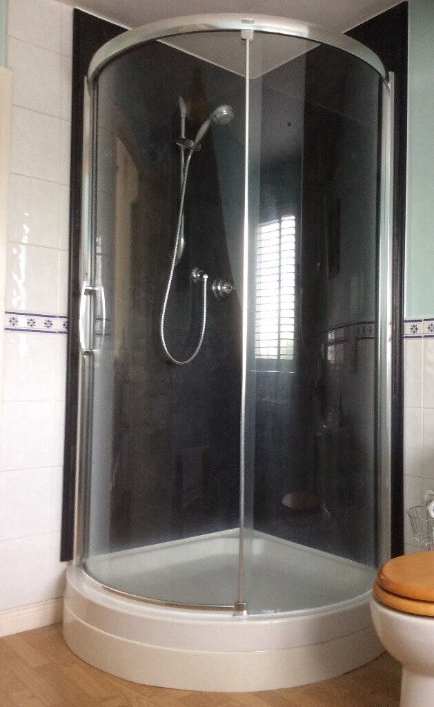 900mm 'Roman' quadrant shower doors and shower tray for sale.