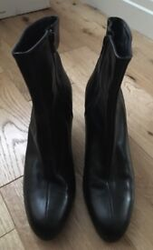 LK Bennett ladies EU size 41 black leather ankle boots with zip fastening