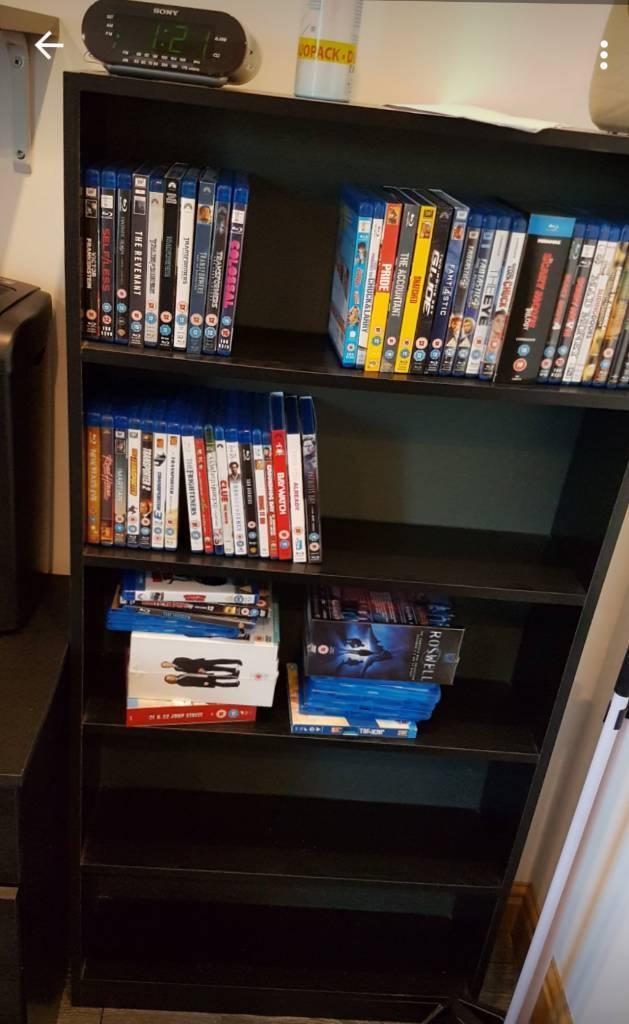 4 Black shelfs
