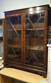 Excellent Display Cabinet, old and in great condition.