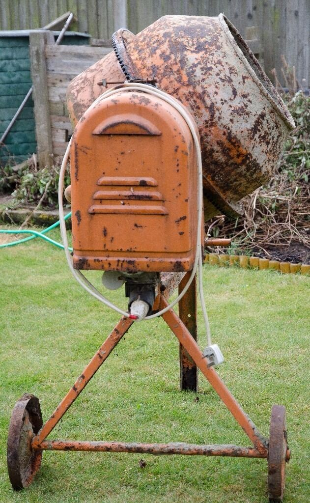 Polo Electric Cement mixer,sound condition for age,no dents in drumin Bradwell, NorfolkGumtree - Polo 125 cement mixer,ideal for diy, garden walls, garage etc 240v i have used this for diy for many years for home and garden jobs