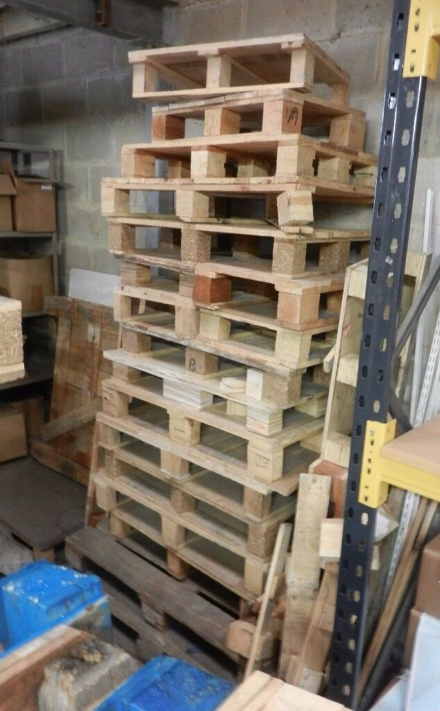 FREE WOODEN PALLETS MUST BE COLLECTED   in Dunmow, Essex ...